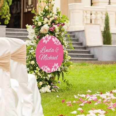 Use signs for elegant ceremonies